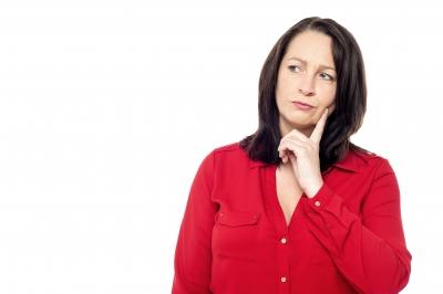 thinking-woman-food-intolerance